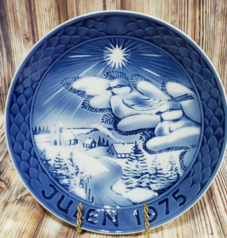 """1975 Grande Porcelain of Copenhagen 7"""" Blue & White Christmas Plate"""