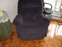 chaise inclinable----  $75.00 comme neuve