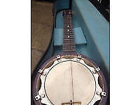 Old Mandolin Ukulele Banjo typ (4 stinged guitar) and CASE