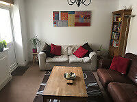1st flr holiday apartment with 2 bedrooms, balcony and allocated parking in a convenient location