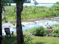 TOBERMORY GETAWAY, HOT TUB, SHALLOW WATERFRONT