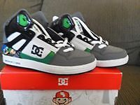 Boys Dc shoes Youth size 4.5