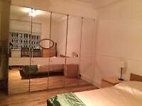 Lovely decorated double room in Greenwich