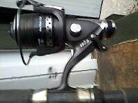 1 X ROD + 2 NEW EG60 CARP REELS & ASSORTED FISHING EQUIPMENT / SCALES / CATAPULT / ROD COST £65!