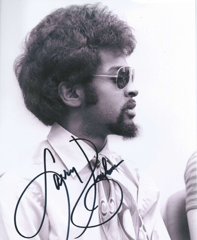 SLY AND THE FAMILY STONE LARRY GRAHAM SIGNED 8X10 PHOTO W/COA BASS GUITAR