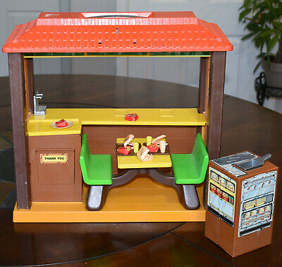 Mattel BARBIE LOVES McDONALD'S 1982 PLAYSET Restaurant Vintage Play Set