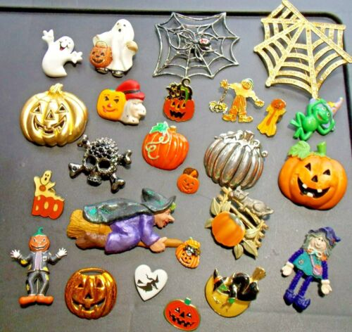 HALLOWEEN 25 COSTUME PIN BROOCHES GHOST WITCH PUMPKIN WEB FROG SCARECROW CAT