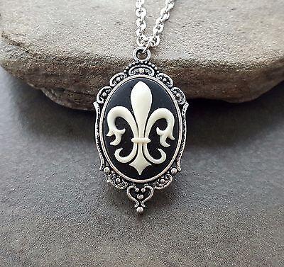 (Handmade Fleur De Lis Cameo Necklace)