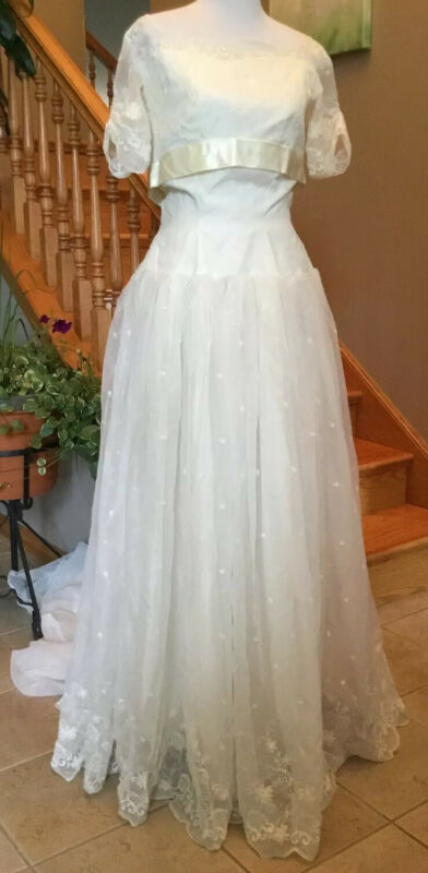 Vintage Handmade Ivory Embroidered Wedding Gown W/ Train Size 12 See Details