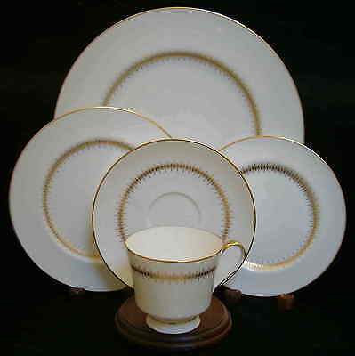 Mikasa Bryn Mawr 5 Piece Place Setting  S  Excellent Never Used Condition