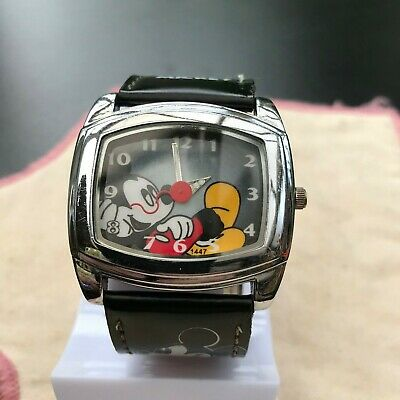 """Vintage Disney's Mickey Mouse! """"Mickey's Chillin'' Watch-Recent Service&Battery."""