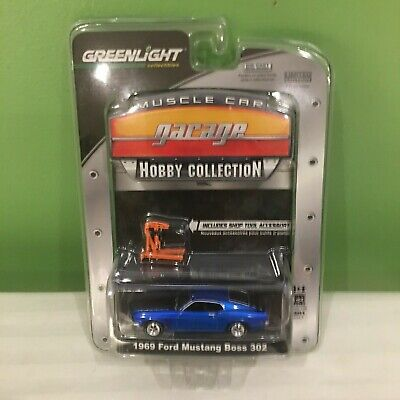 LOT OF 2 GREENLIGHT MUSCLE CAR GARAGE 1969 FORD MUSTANG BOSS 302 BLUE + RED