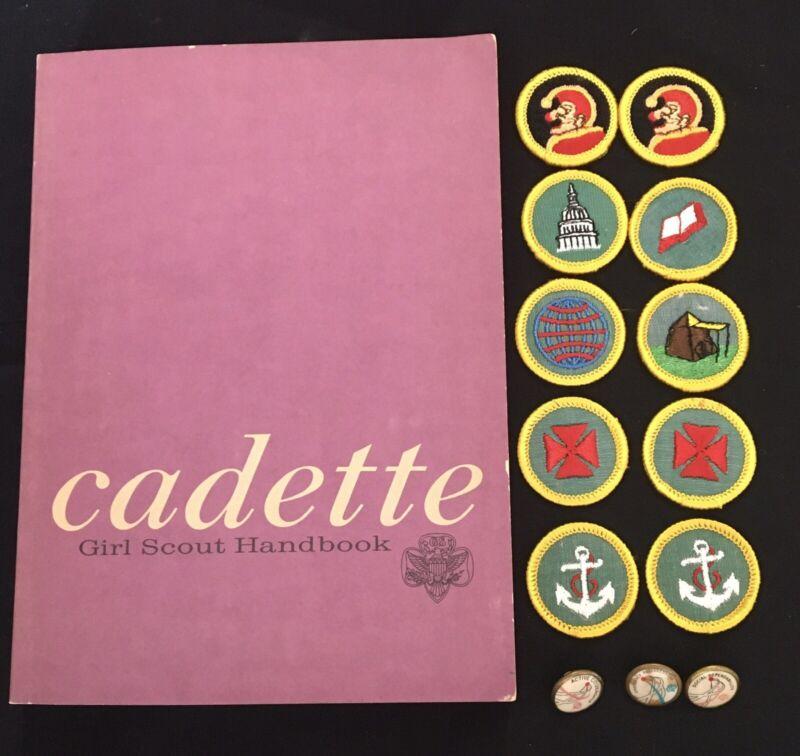 10 VINTAGE CADETTE GIRL SCOUT BADGES- BOOK-1963 1st IMPRESSION-3 CHALLENGE PINS