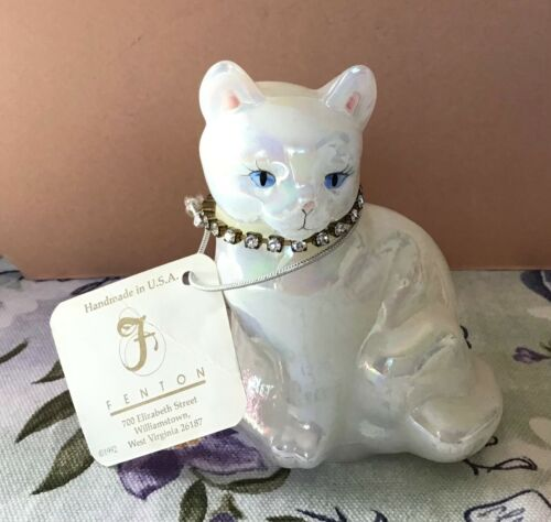FENTON GLASS OPALESCENT CAT FIGURE APRIL BIRTHSTONE SIGNED WITH TAG