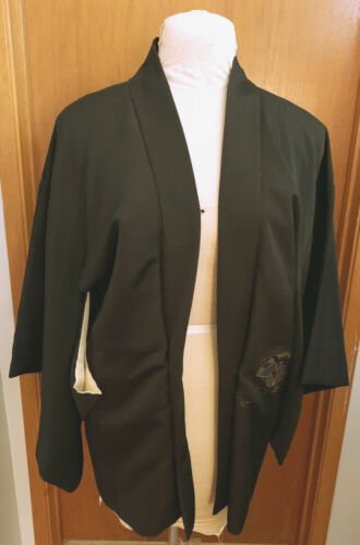 BEAUTIFUL JAPANESE BLACK HAORI WITH EMBROIDERED DESIGN 1960S MINT CONDITION