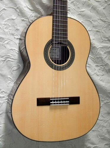 Kenny Hill 628 short scale classical guitar / spruce top