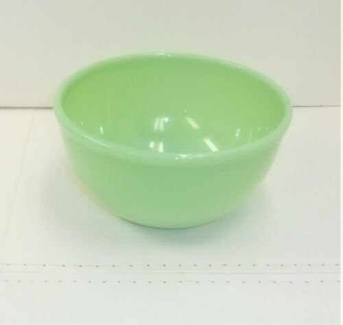 "Fire-King Oven Ware 7 1/8"" Round Green Jadeite Mixing Bowl"