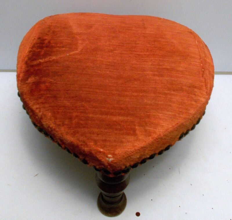 Antique HEART FOOTSTOOL Folk Art AMERICANA Turned Legs