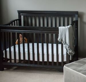 Baby toddler convertible crib to double