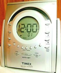 Timex T621T- NATURE SOUNDS- AM/FM Radio CD Player and Alarm Clock WORKS GREAT