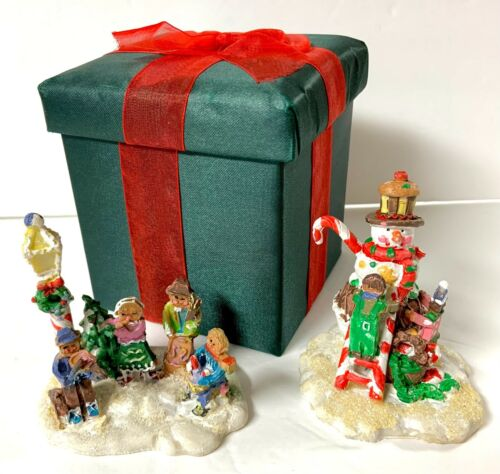 2 Gingerfrost Lane 2005 Holiday Figurines with box