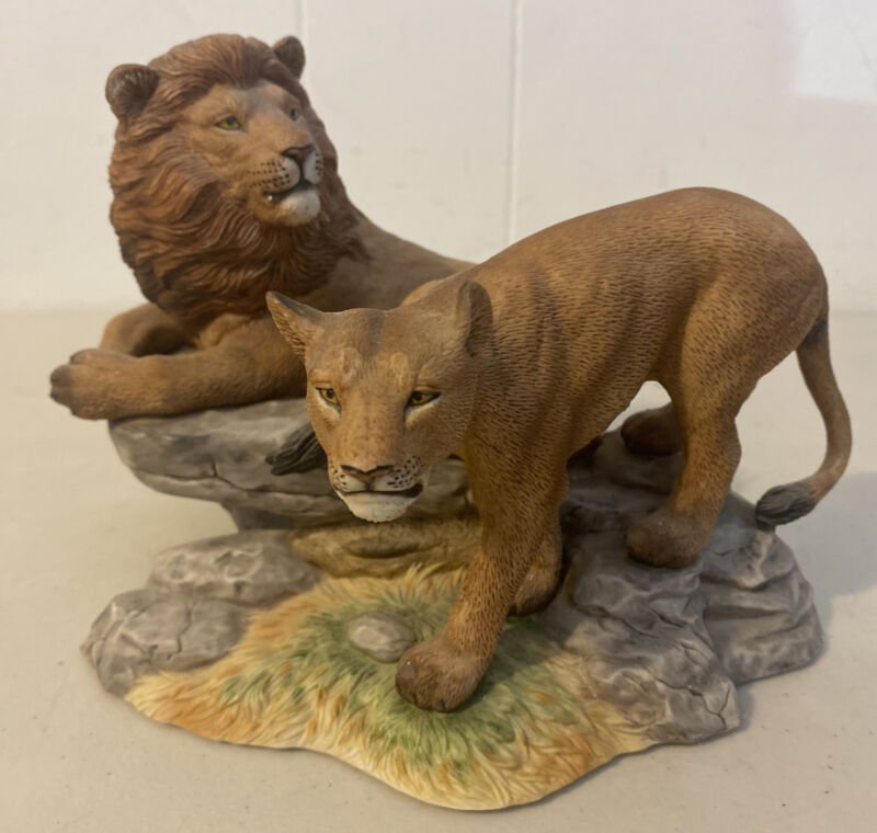 LENOX 1988 PORCELAIN WILDLIFE OF THE SEVEN CONTINENTS AFRICA LIONS FIGURINE