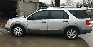 2005 Ford FreeStyle/Taurus X SE Wagon excellent condition