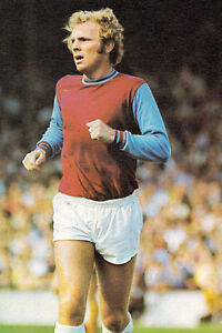 Football-Photo-BOBBY-MOORE-West-Ham-United-1970s