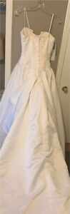 Beautiful size 10 wedding gown