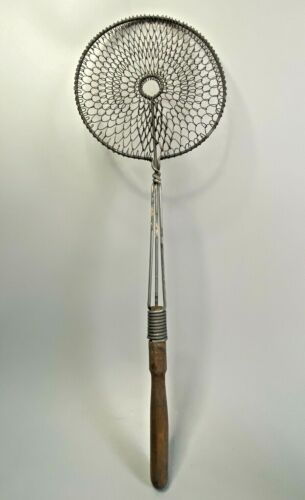 Vintage Antique Round Metal Wire Mesh Coil Rug Beater Wood Handle - Farmhouse