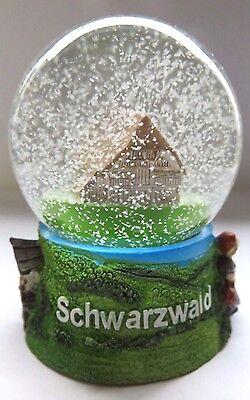 wunderschöne kleine Schneekugel Schwarzwald mit Haus, Kuckucksuhr, Bollenhut ...