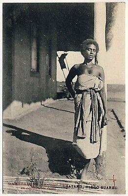 MADAGASKAR STOLZE FRAU BARA PROUD WOMAN MADAGASCAR VINTAGE 1910S ETHNIC PC