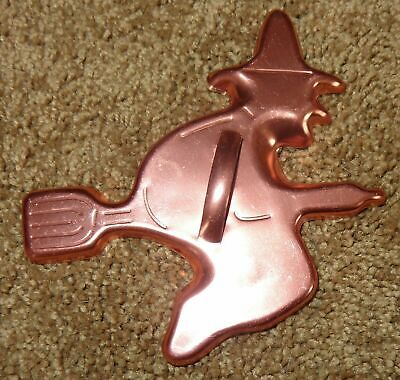 NICE VINTAGE METAL HALLOWEEN WITCH FLYING ON A BROOM COOKIE CUTTER COPPER COLOR](Halloween Witch Broom Cookies)