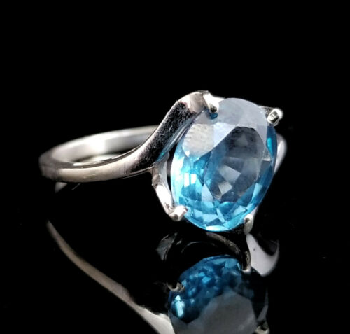 10k White Gold Blue Oval Gemstone Ring, Size 6 1/2, Estate Jewelry, Diagonal
