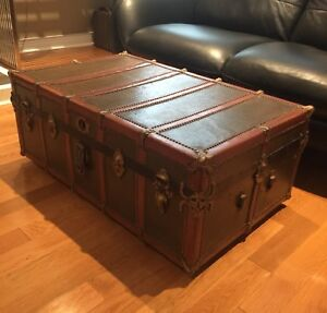 Antique Steamer Trunk (1920's) - Awesome Coffee Table