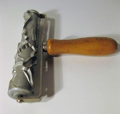 alter Teigroller Auro Modell 11  D.R.P. Ausstecher Backmodel Plätzchenroller rar