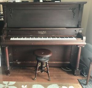 Upright Piano - Layton Bros. Montreal - DELIVERY INCLUDED