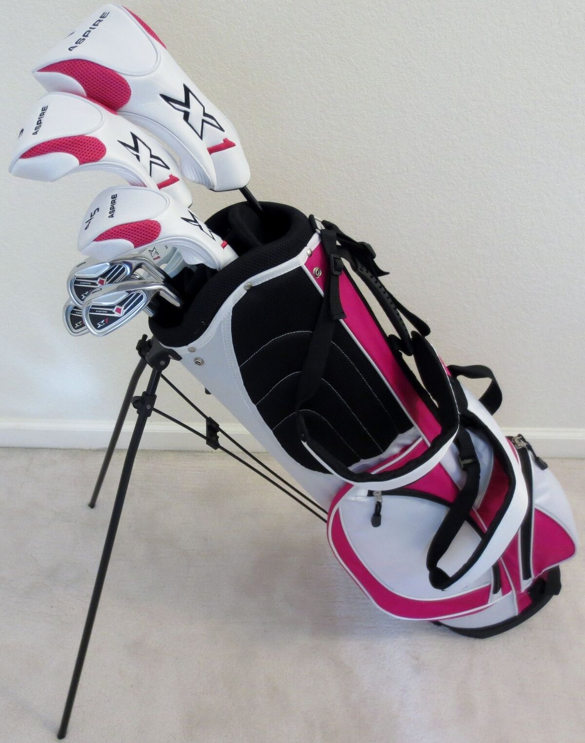 NEW Womens Petite Golf Club Set Complete with Stand Bag Grap