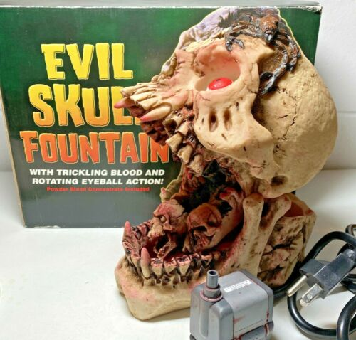 Rare Spencer Gifts EVIL SKULL Fountain Trickling Blood Rotating Eyeball with BOX