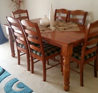 6 SEAT DINNING TABLE  Roxburgh Park Hume Area Preview
