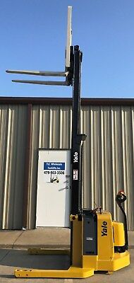 2006 Yale Walkie Stacker - Walk Behind Forklift - Straddle Lift Only 3461 Hours