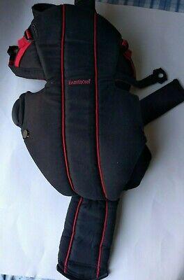 Usado, BABY BJORN INFANT FRONT CARRIER MODEL 0260 BLACK and red with two strap sets comprar usado  Enviando para Brazil