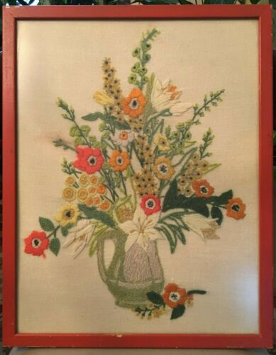 1975 VTG Mid Century Framed Yarn Art Embroidered Flower Bouquet Picture (crewel)