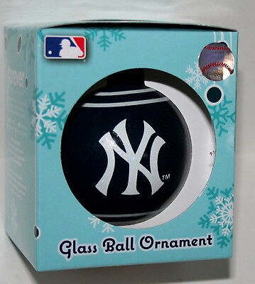 (New York Yankees MLB Baseball Classic Team Logo New in Box Glass Ball Ornament)