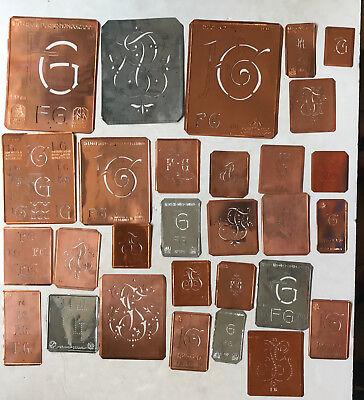FG Monogramm -29 verschiedene Wäscheschablonen für Aussteuer Kupferblech um 1900