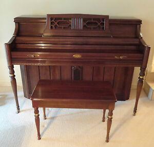 GORGEOUS-1970S-WURLITZER-2760-SHB-PIANO-UPRIGHT-PIANO-W-SOUND-BOARD-BENCH