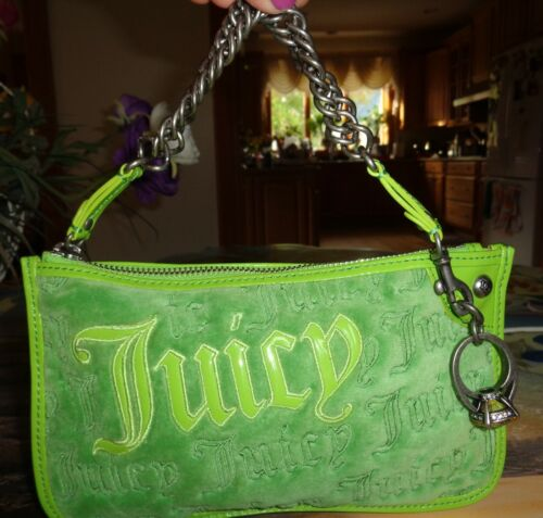 LOVELY JUICY COUTURE GREEN WIRISTLET CLUTCH
