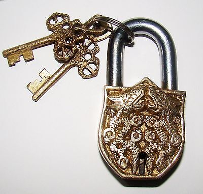 An Unusual CHARISMATIC Brass 2 CHINESE DRAGONS FIGURE PADLOCK with 2 keys India