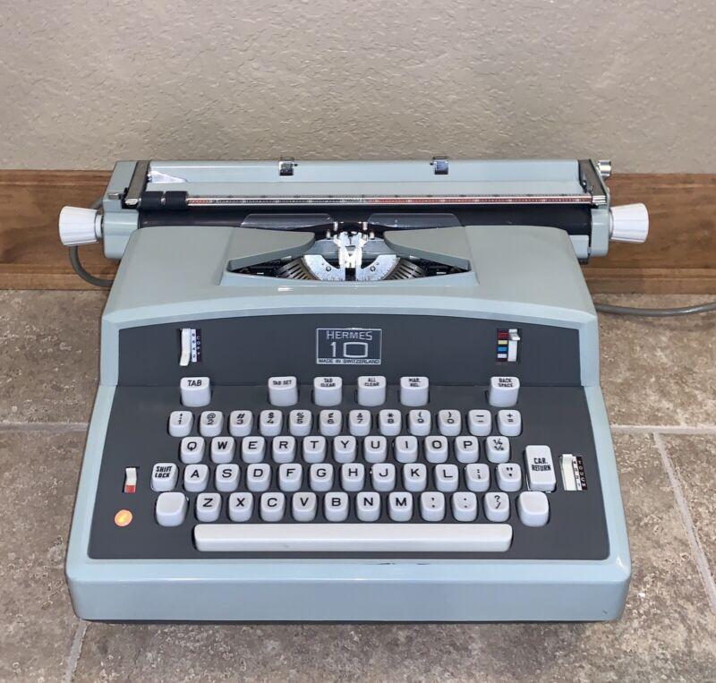 Working Hermes 10 Electric Typewriter Switzerland Mint-Green Paillard