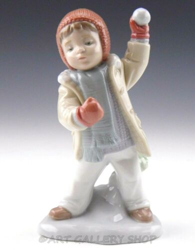Lladro Figurine WATCH OUT HERE IT COMES BOY W/ SNOWBALL WINTER 8167 Retired Mint